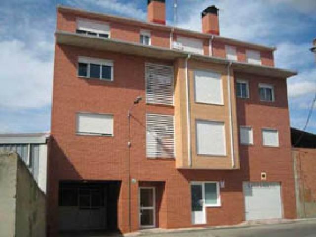Piso en venta en La Overuela, Santovenia de Pisuerga, Valladolid, Calle la Heras, 76.000 €, 2 habitaciones, 1 baño, 78 m2