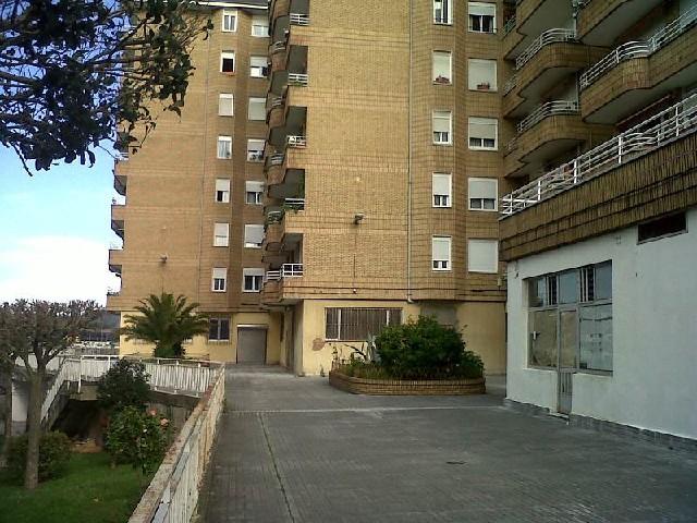 Piso en venta en Barrio Covadonga, Torrelavega, Cantabria, Avenida Besaya, 102.000 €, 3 habitaciones, 1 baño, 102 m2