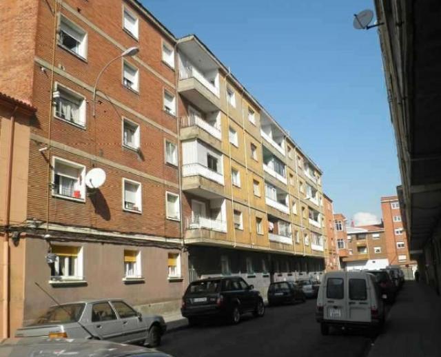 Piso en venta en Eras de Renueva, León, León, Calle Peña Larzon, 54.900 €, 4 habitaciones, 1 baño, 86 m2