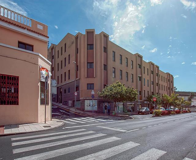 Piso en venta en Guía de Isora, Santa Cruz de Tenerife, Calle la Castellana Edif.los Corazones, 101.000 €, 121 m2