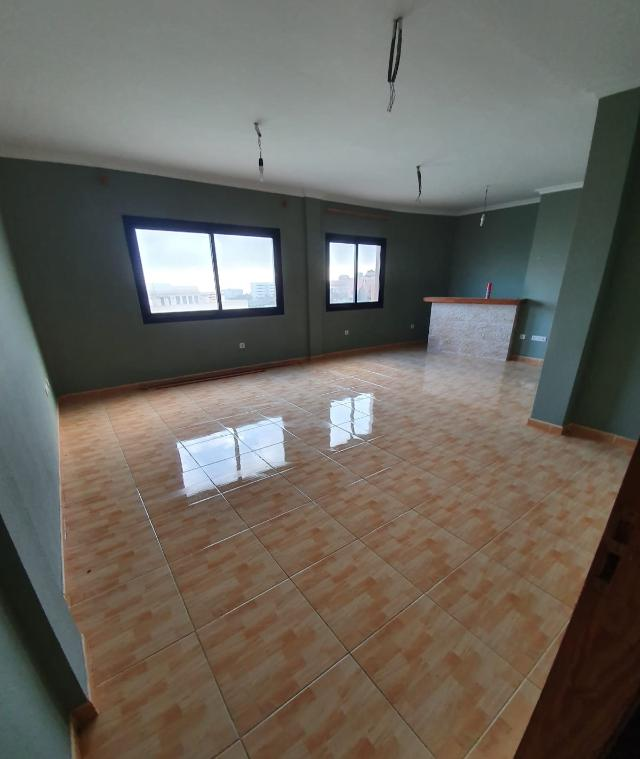 Piso en venta en Santa Cruz de Tenerife, Santa Cruz de Tenerife, Calle Zumaya, 115.000 €, 3 habitaciones, 2 baños, 125 m2