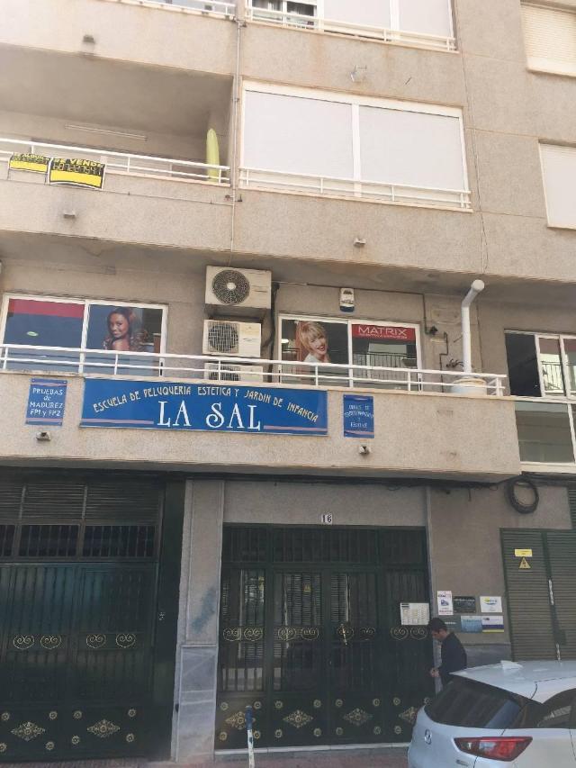 Piso en venta en Urbanización Calas Blancas, Torrevieja, Alicante, Calle la Paz, 80.000 €, 3 habitaciones, 1 baño, 72 m2