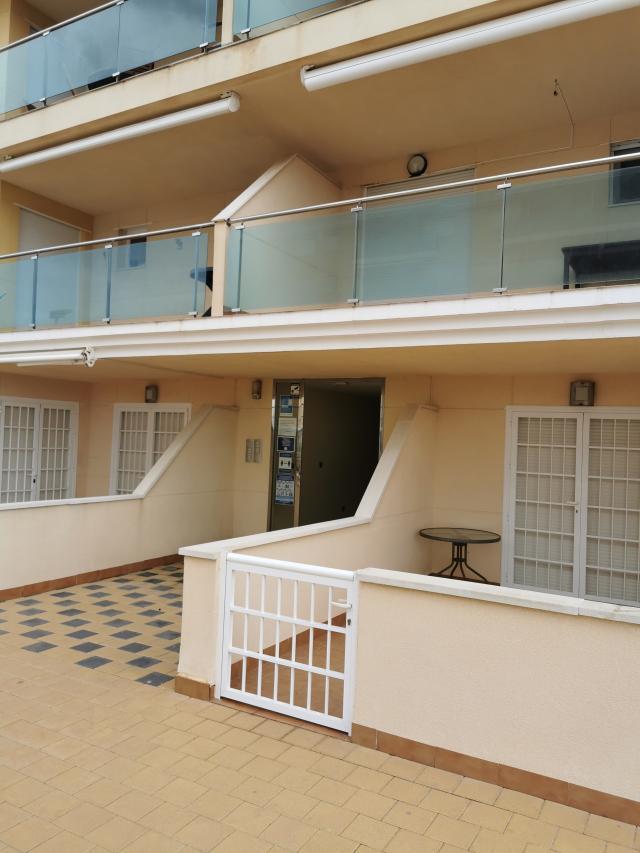 Piso en venta en La Manga del Mar Menor, Murcia, Urbanización Dos Mares Sur, 119.000 €, 2 habitaciones, 1 baño, 104 m2