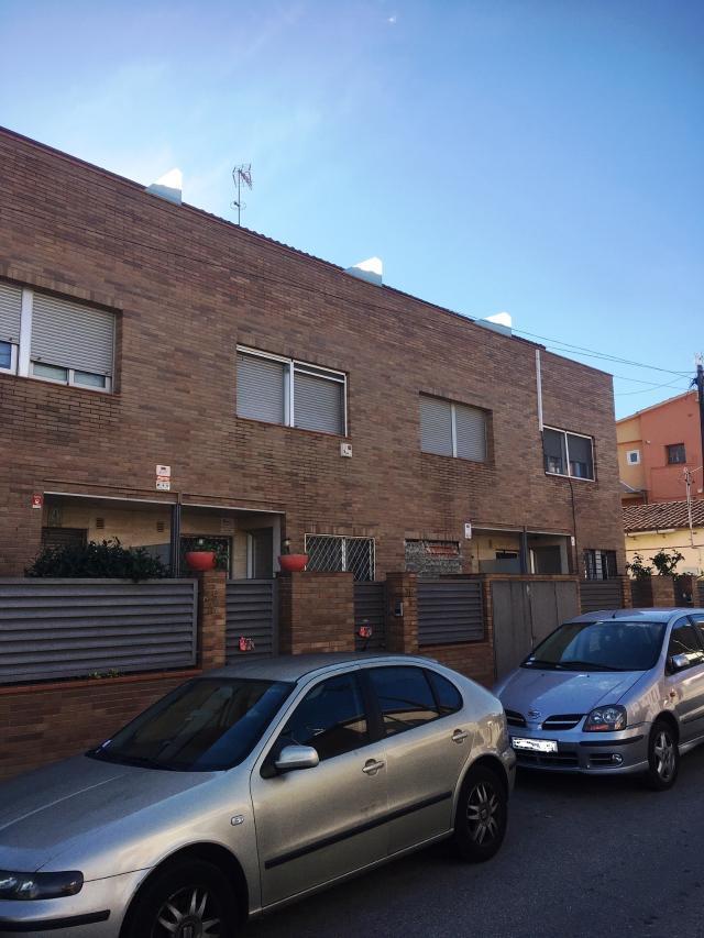 Piso en venta en Montcada I Reixac, Barcelona, Calle Poblet, 375.000 €, 208 m2