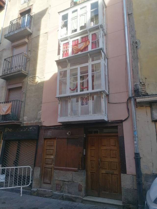 Piso en venta en Alde Zaharra/casco Viejo, Vitoria-gasteiz, Álava, Calle Santo Domingo, 63.000 €, 2 habitaciones, 1 baño, 66 m2