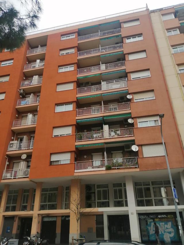 Local en venta en L` Hospitalet de Llobregat, Barcelona, Calle Santa Eulalia, 137.000 €, 120 m2