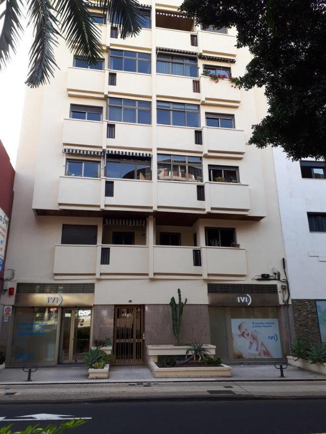 Piso en venta en Santa Cruz de Tenerife, Santa Cruz de Tenerife, Avenida Reyes Catolicos, 278.000 €, 3 habitaciones, 2 baños, 131 m2
