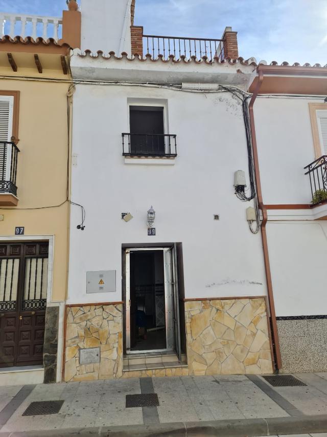 Piso en venta en Alhaurín El Grande, Málaga, Calle Convento, 105.000 €, 4 habitaciones, 5 baños, 127 m2