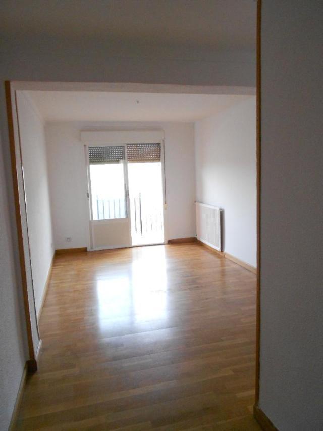 Piso en venta en Milagrosa, Pamplona/iruña, Navarra, Calle Doctor Joaquin Canalejo, 121.014 €, 3 habitaciones, 1 baño, 93 m2