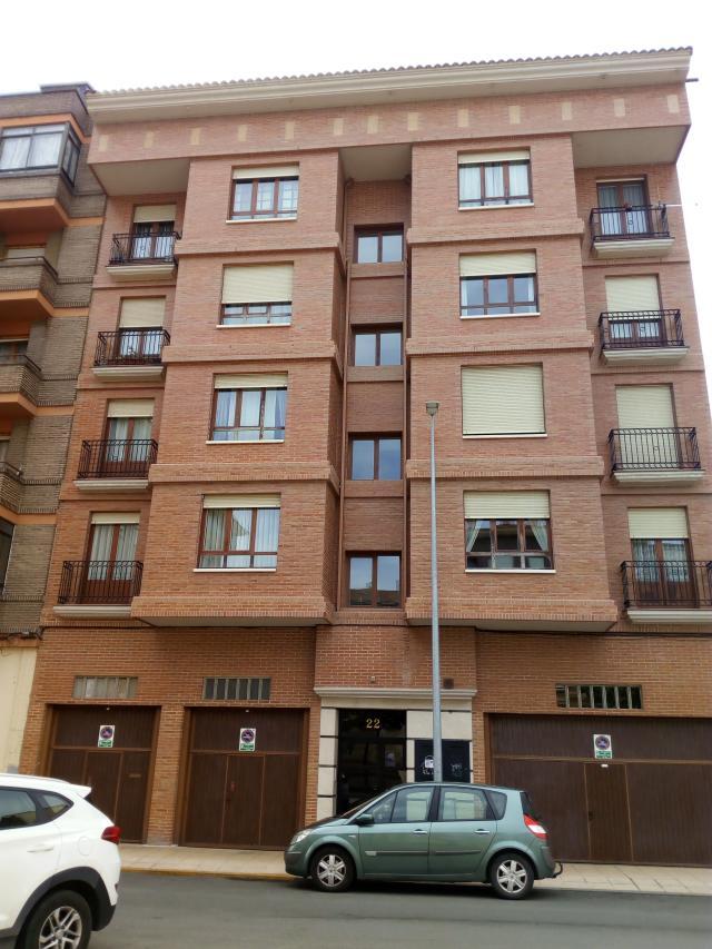 Piso en venta en Allende, Miranda de Ebro, Burgos, Calle Clavel, 91.000 €, 2 habitaciones, 2 baños, 98 m2