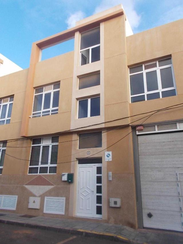 Piso en venta en Argana Alta, Arrecife, Las Palmas, Calle Saltona, 80.000 €, 3 habitaciones, 2 baños, 79 m2
