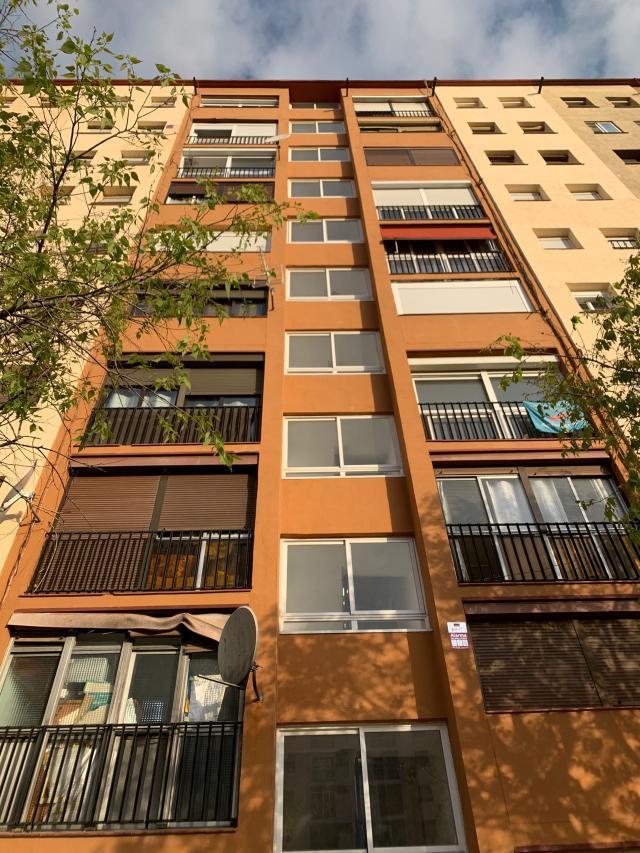 Piso en venta en Sant Roc, Badalona, Barcelona, Avenida Marques de Montroig, 99.000 €, 3 habitaciones, 1 baño, 71 m2