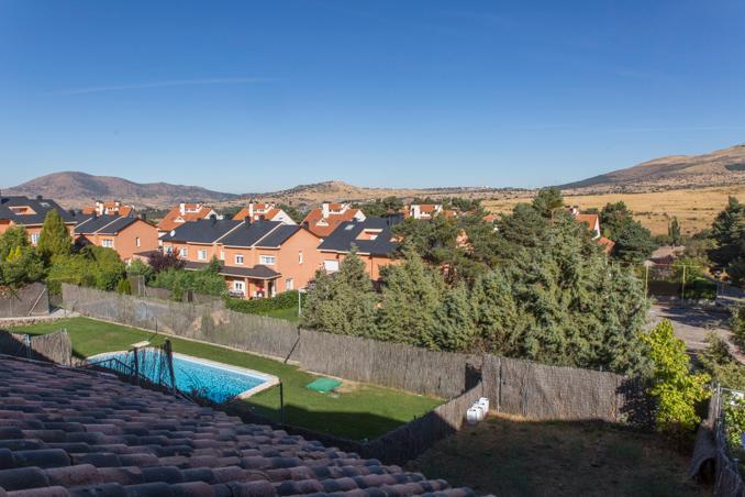 Casa en venta en Estación de El Espinar, El Espinar, Segovia, Calle Chatun, 199.000 €, 3 habitaciones, 1 baño, 387,26 m2