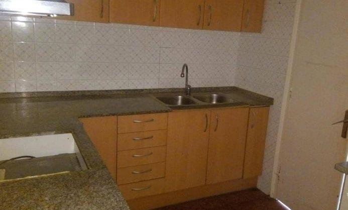 Piso en venta en Barberà del Vallès, Barcelona, Calle Nemesi Valls, 114.700 €, 4 habitaciones, 1 baño, 83 m2