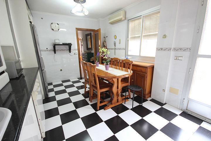 Casa en venta en Almería, Almería, Calle Sabina, 220.000 €, 4 habitaciones, 2 baños, 114 m2