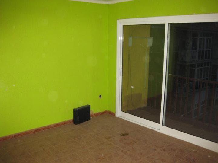 Piso en venta en Santa Margarida I Els Monjos, Barcelona, Calle Montseny, 73.408 €, 4 habitaciones, 1 baño, 92 m2