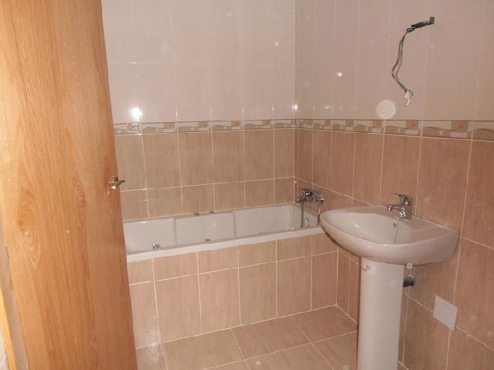 Piso en venta en Piso en Castalla, Alicante, 73.000 €, 3 habitaciones, 2 baños, 116 m2