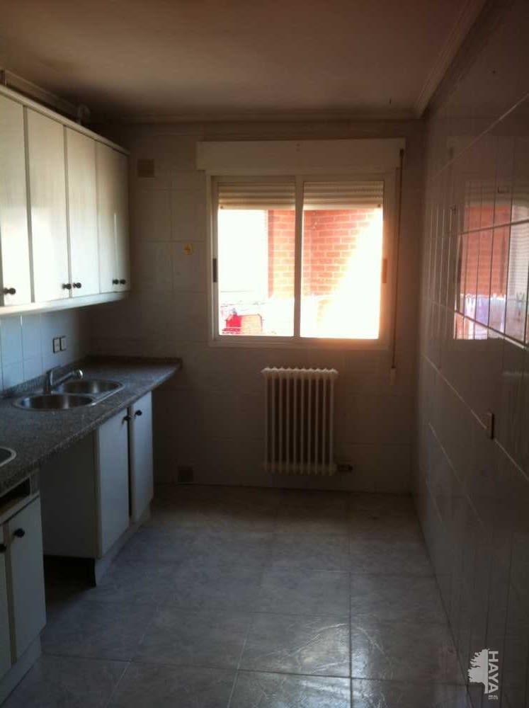 Piso en venta en Piso en Villaquilambre, León, 70.000 €, 3 habitaciones, 1 baño, 95 m2, Garaje