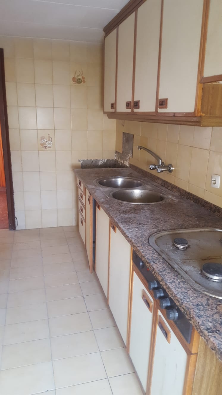 Piso en venta en Can Roviralta, Lloret de Mar, Girona, Calle de Les Floristes, 73.000 €, 3 habitaciones, 1 baño, 84 m2