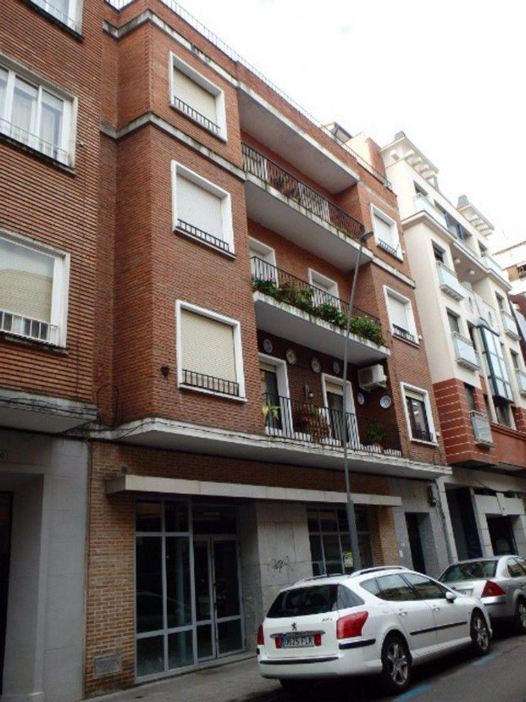 Local en venta en Talavera de la Reina, Toledo, Calle Banderas de Castilla, 105.000 €, 135 m2