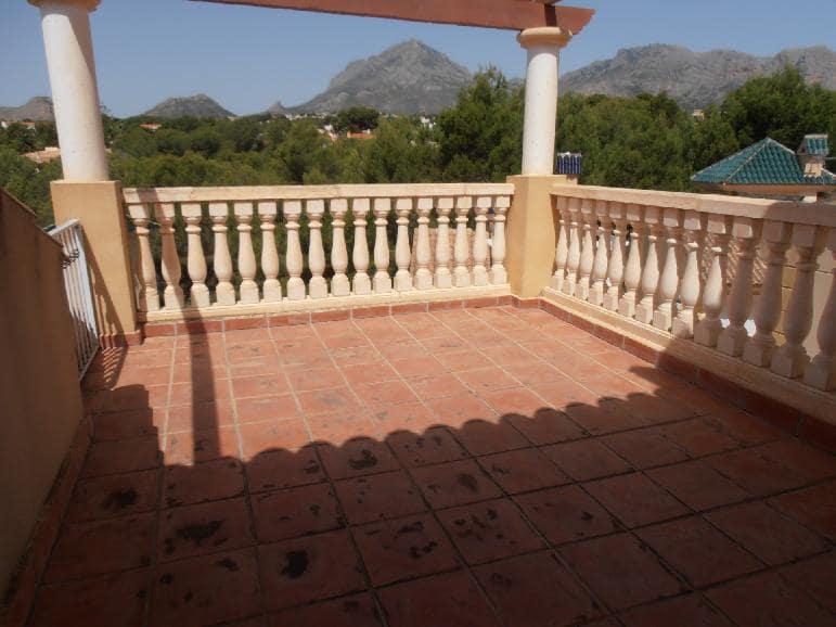 Casa en venta en La Nucia, Alicante, Avenida del Pi, 123.507 €, 5 habitaciones, 3 baños, 137 m2
