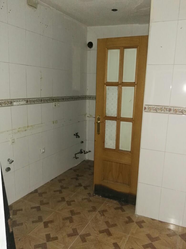 Piso en venta en Madrid, Madrid, Calle Sierra Carbonera, 45.000 €, 2 habitaciones, 2 baños, 38 m2