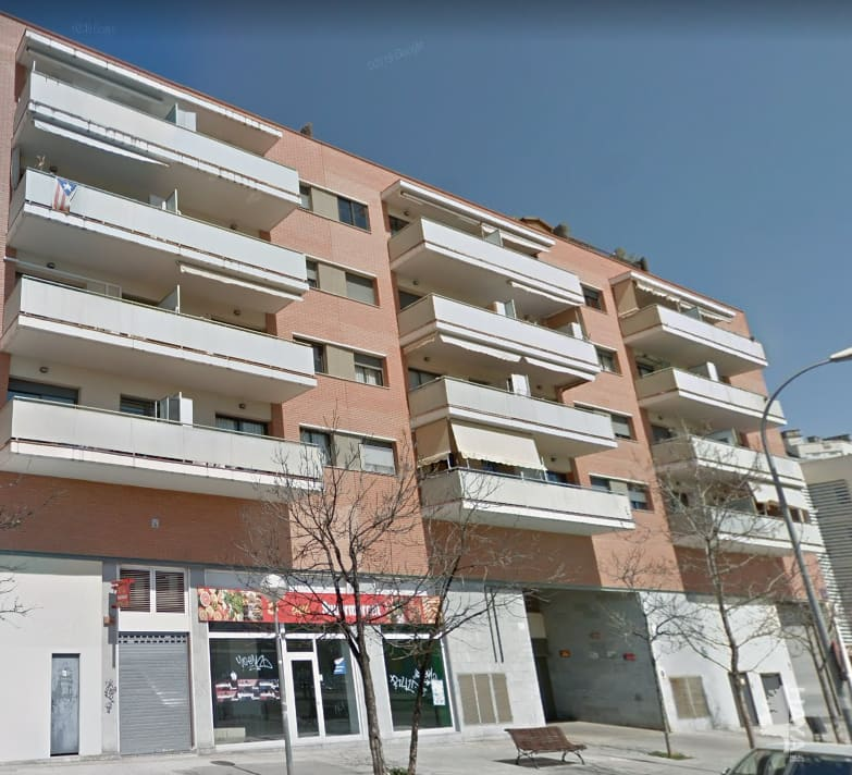 Piso en venta en Les Arenes, Terrassa, Barcelona, Pasaje Vint-i-dos de Juliol, 110.700 €, 2 habitaciones, 1 baño, 72 m2