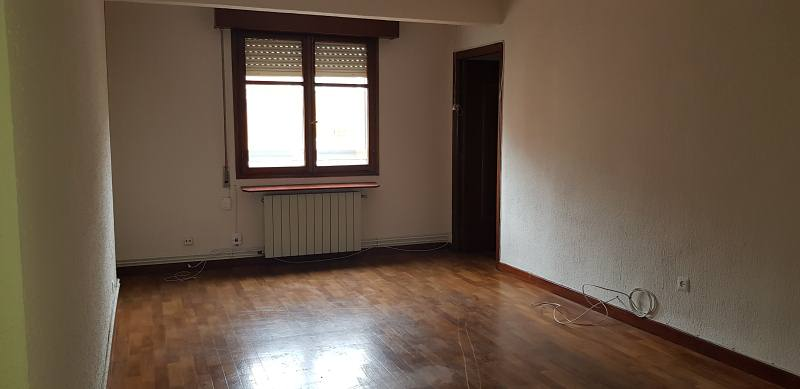 Piso en venta en Las Delicias, Valladolid, Valladolid, Calle Embajadores, 61.000 €, 3 habitaciones, 1 baño, 87 m2