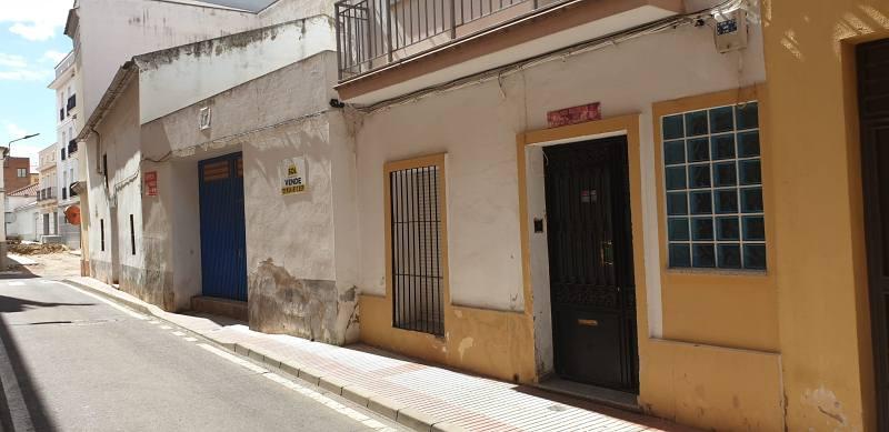 Piso en venta en Don Benito, Badajoz, Calle Segunda Cruz, 114.000 €, 4 habitaciones, 2 baños, 153 m2