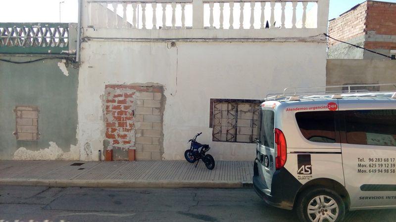 Casa en venta en Alzira, Valencia, Calle Juan de Garay, 34.400 €, 2 habitaciones, 1 baño, 143 m2