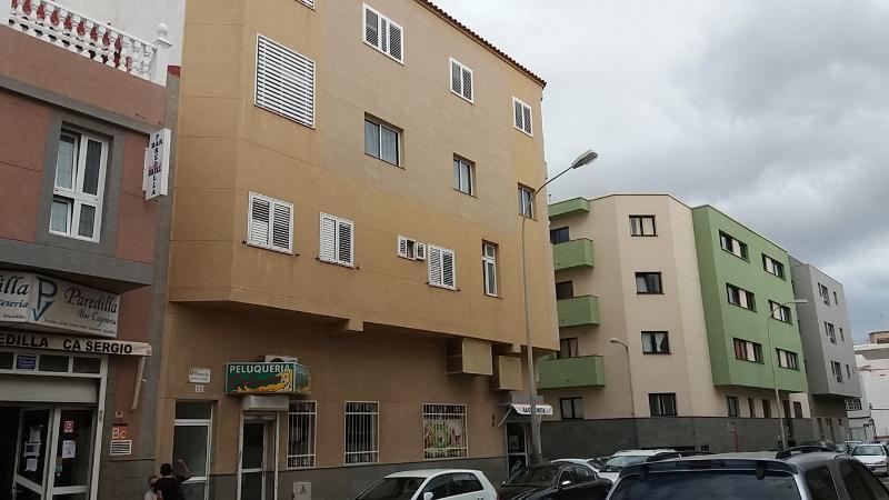 Piso en venta en Santa Lucía de Tirajana, Las Palmas, Calle Beñesmen, 84.000 €, 2 habitaciones, 1 baño, 77 m2