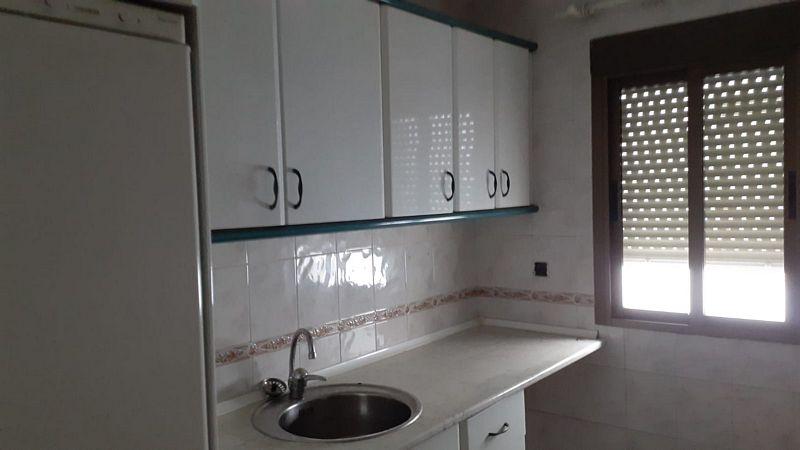 Piso en venta en Badajoz, Badajoz, Calle El Jilguero, 81.000 €, 4 habitaciones, 2 baños, 107 m2