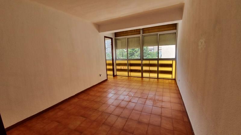 Piso en venta en El Carme, Reus, Tarragona, Calle Dom Bosco, 58.000 €, 3 habitaciones, 1 baño, 80 m2