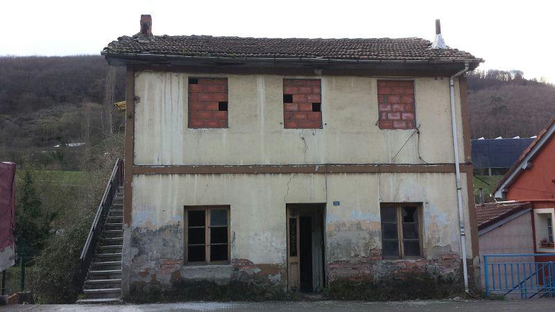 Piso en venta en Figareo, Mieres, Asturias, Calle Vega de Cabojal, 9.000 €, 3 habitaciones, 1 baño, 77 m2