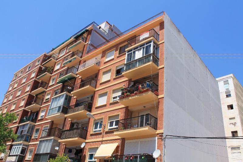 Piso en venta en Dénia, Alicante, Calle Patricio Ferrandiz, 57.000 €, 4 habitaciones, 2 baños, 90 m2
