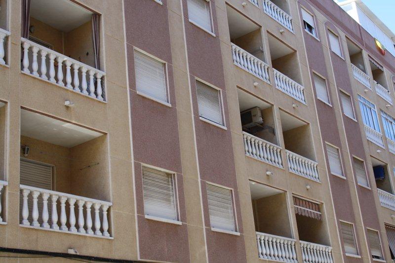 Piso en venta en Baños de Europa, Torrevieja, Alicante, Calle del Hurtado, 76.000 €, 2 habitaciones, 1 baño, 58 m2