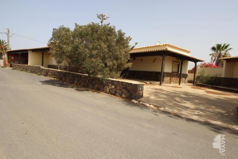 Casa en venta en Casillas del Ángel, Puerto del Rosario, Las Palmas, Lugar Casillas del Angel, 236.145 €, 3 habitaciones, 1 baño, 180 m2