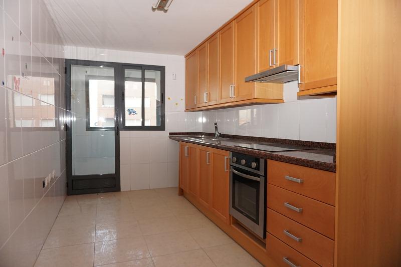 Piso en venta en Distrito Bellavista-la Palmera, Burriana, Castellón, Calle Carrer la Vall D`uixó, 123.000 €, 4 habitaciones, 1 baño, 137 m2
