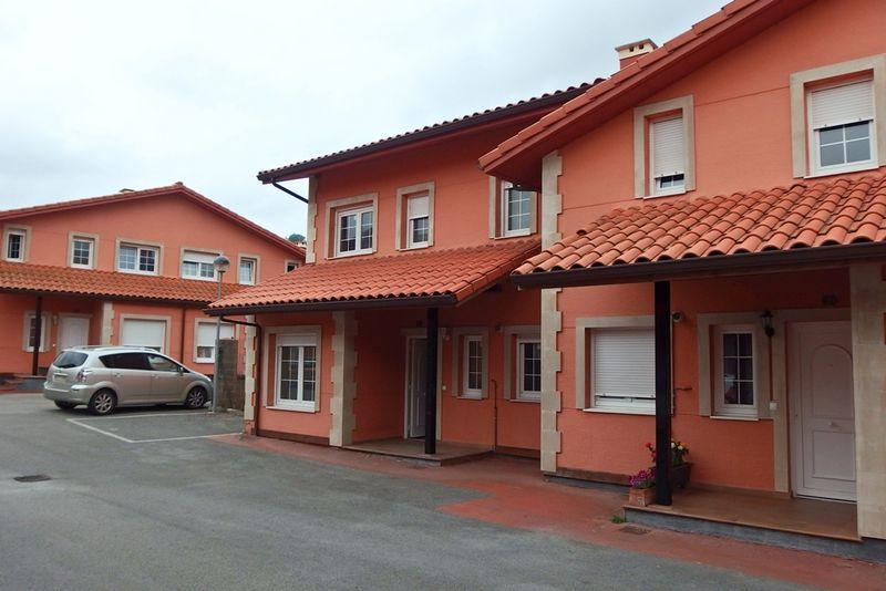 Casa en venta en Santa María de Cayón, Cantabria, Urbanización la Berasquita, 156.000 €, 3 habitaciones, 3 baños, 121,8 m2