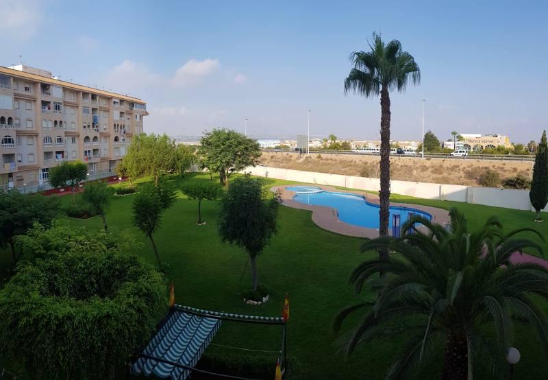 Piso en venta en Baños de Europa, Torrevieja, Alicante, Calle Villa Madrid, 72.000 €, 1 habitación, 1 baño, 56 m2
