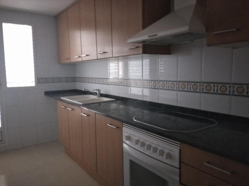 Piso en venta en Urbanización Penyeta Roja, Castellón de la Plana/castelló de la Plana, Castellón, Calle Lepanto, 120.000 €, 2 habitaciones, 2 baños, 95 m2