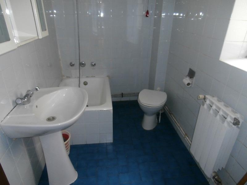 Piso en venta en Ávila, Ávila, Calle Virgen de la Angustias, 63.000 €, 3 habitaciones, 1 baño, 83 m2