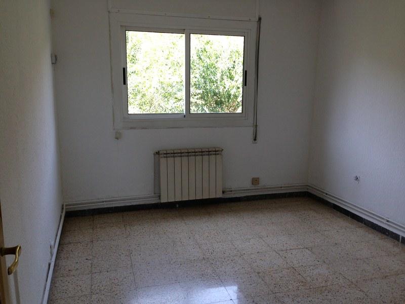 Piso en venta en Can Folguera, Santa Perpètua de Mogoda, Barcelona, Calle Eugeni D`ors, 106.000 €, 3 habitaciones, 1 baño, 76 m2