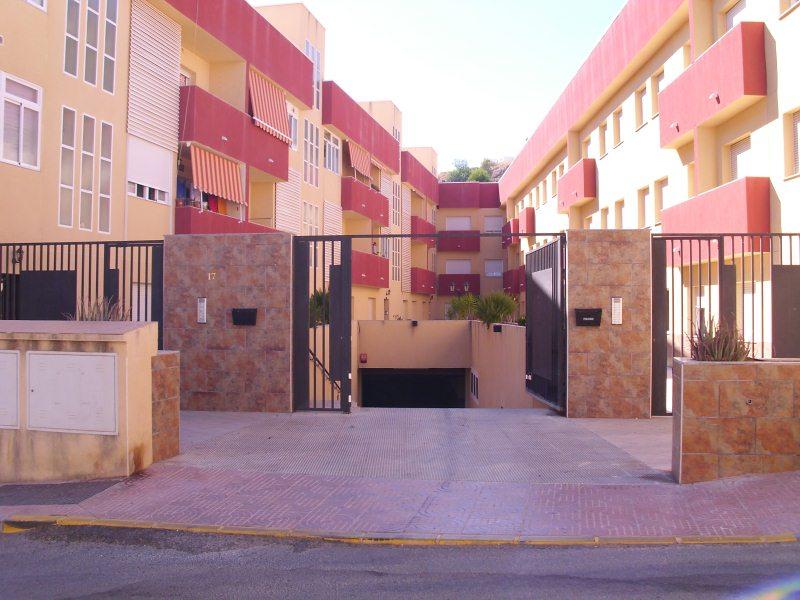 Piso en venta en Alhama de Almería, Almería, Calle Blasco Ibañez, 45.000 €, 2 habitaciones, 1 baño, 81 m2