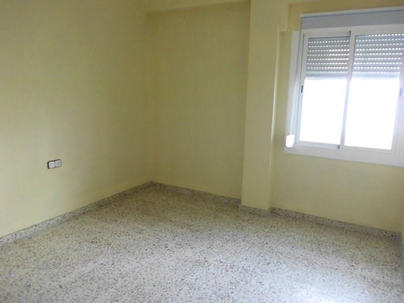Piso en venta en Caudete, Albacete, Avenida Villena, 41.000 €, 4 habitaciones, 2 baños, 126 m2