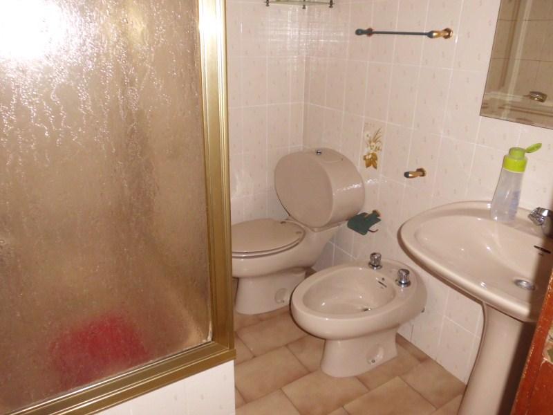 Piso en venta en Caudete, Albacete, Avenida de Valencia, 60.500 €, 4 habitaciones, 2 baños, 113 m2