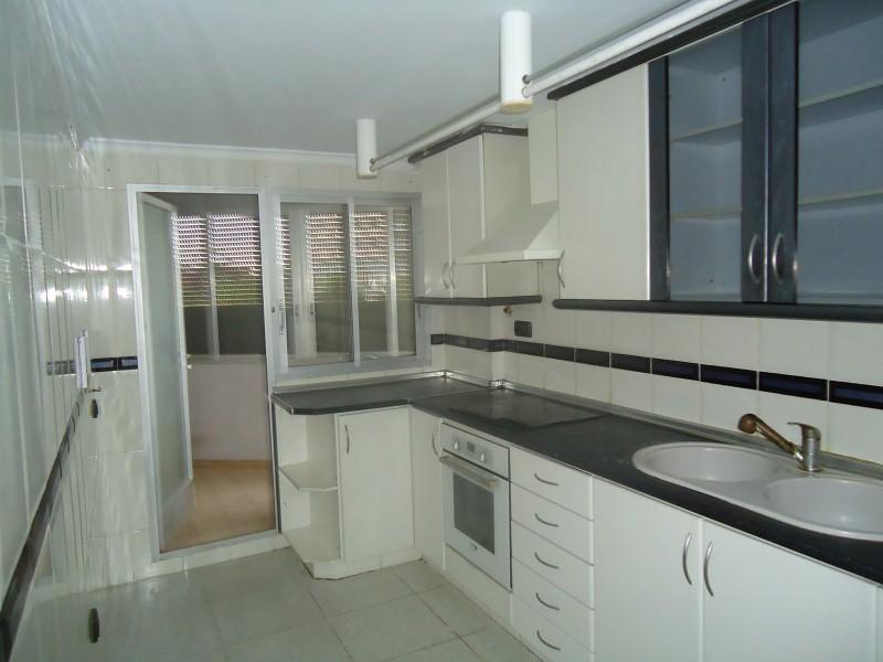 Piso en venta en Alquerieta, Alzira, Valencia, Calle Benifairo, 92.000 €, 4 habitaciones, 2 baños, 137 m2