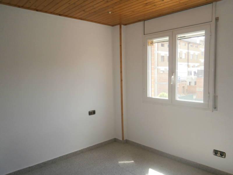 Piso en venta en Piso en Navàs, Barcelona, 69.000 €, 3 habitaciones, 1 baño, 83 m2