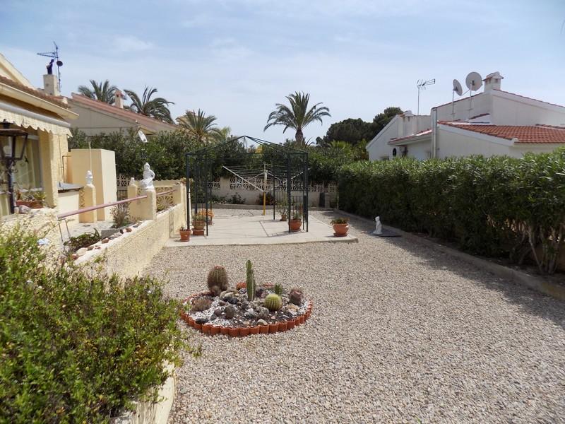 Casa en venta en Torrevieja, Alicante, Avenida de la Naciones, 170.000 €, 2 habitaciones, 1 baño, 500 m2