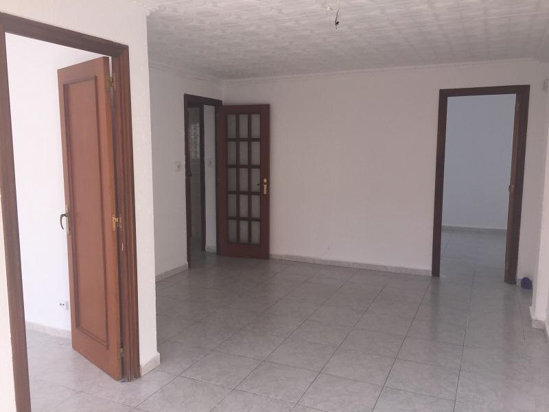 Piso en venta en El Carme, Reus, Tarragona, Calle de Benidorm, 57.000 €, 3 habitaciones, 1 baño, 85 m2